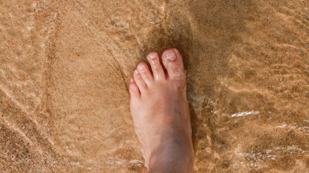 右足や左足の違和感や左目・左肩の痛み、身体の左側と右側で違う?