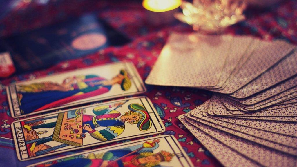タロットカード占い(現在・過去・未来)