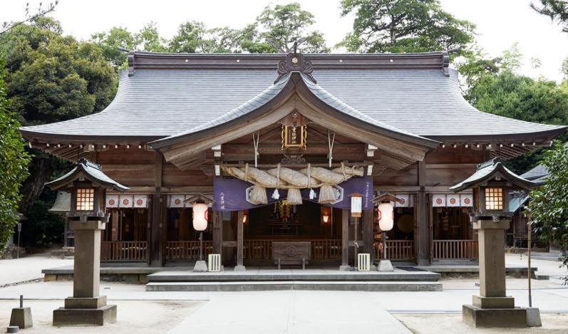 鏡の池で縁占い、恋愛・縁結びの大親神「八重垣神社」