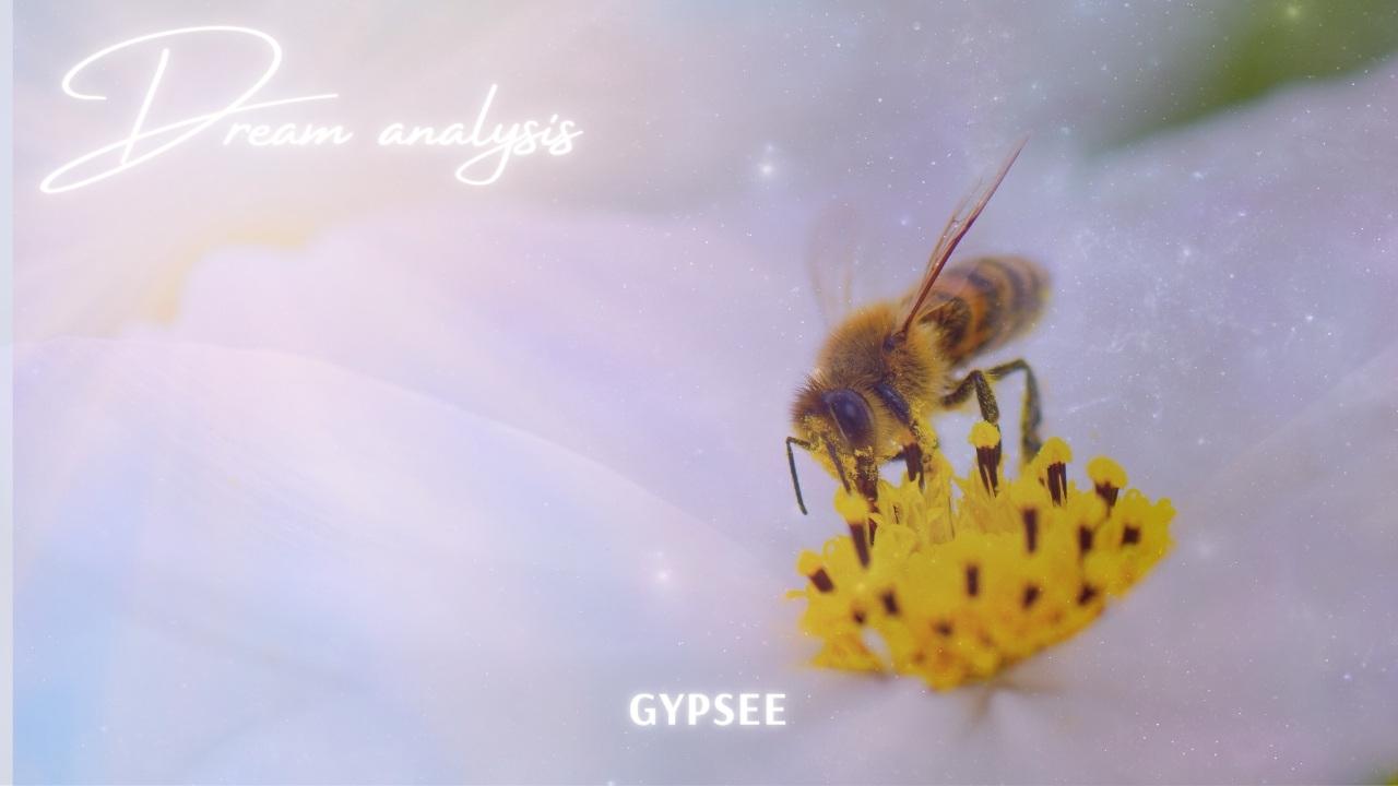 【夢占い】蜂に刺される夢の意味!シチュエーション別診断