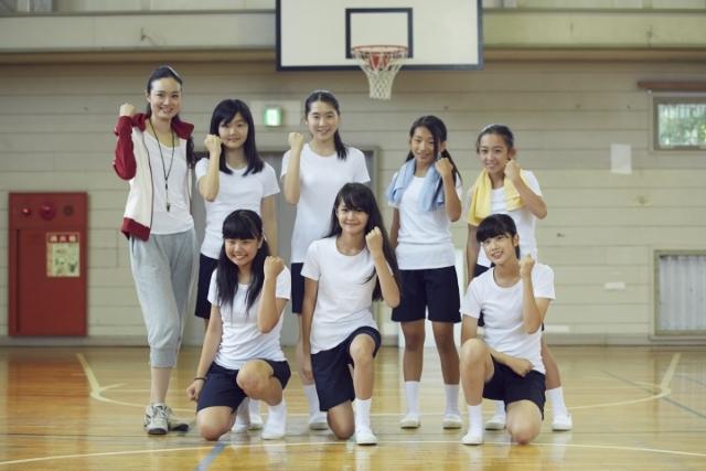 部活で盛り上がっている女子中学生の画像