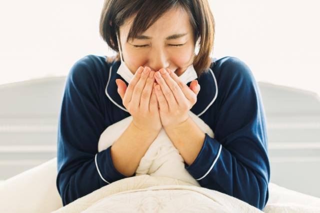病気・健康の願いが叶うおまじないを試そうとしている女性のイメージ画像