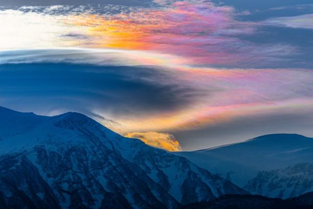 鳥海山の彩雲の画像
