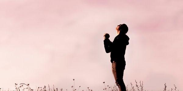 1. 悲しみに浸りきらず、思い出を懐かしむ