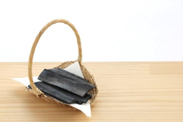 吸着力のある炭を配合したチャコールクレンズ