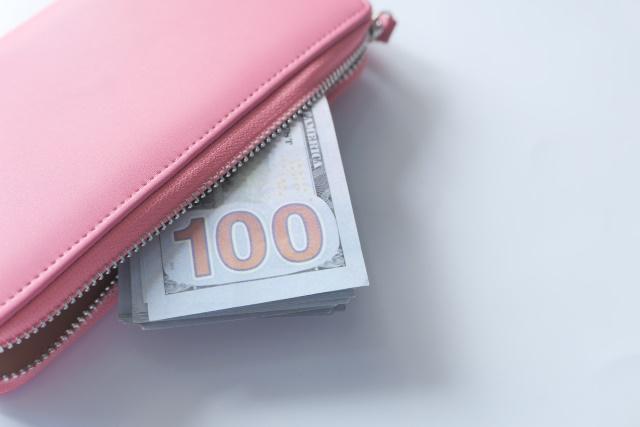 ピンク色の財布はお金がたまらないは本当?